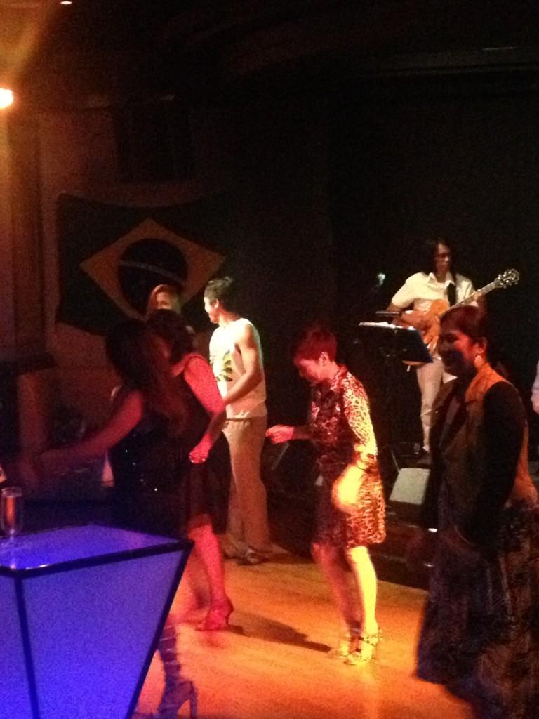 Samba lessons on the dance floor!